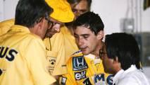 Peter Warr, Lotus Team Manager, Steve Hallam, ingeniero de Lotus, Ayrton Senna, Lotus, Osamu Goto, responsable de Honda Racing Team