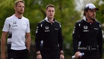 Jenson Button, McLaren, Stoffel Vandoorne, McLaren Test and Reserve Driver and Fernando Alonso, McLaren