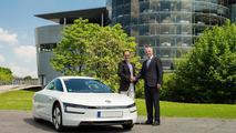 First delivery of the Volkswagen XL1