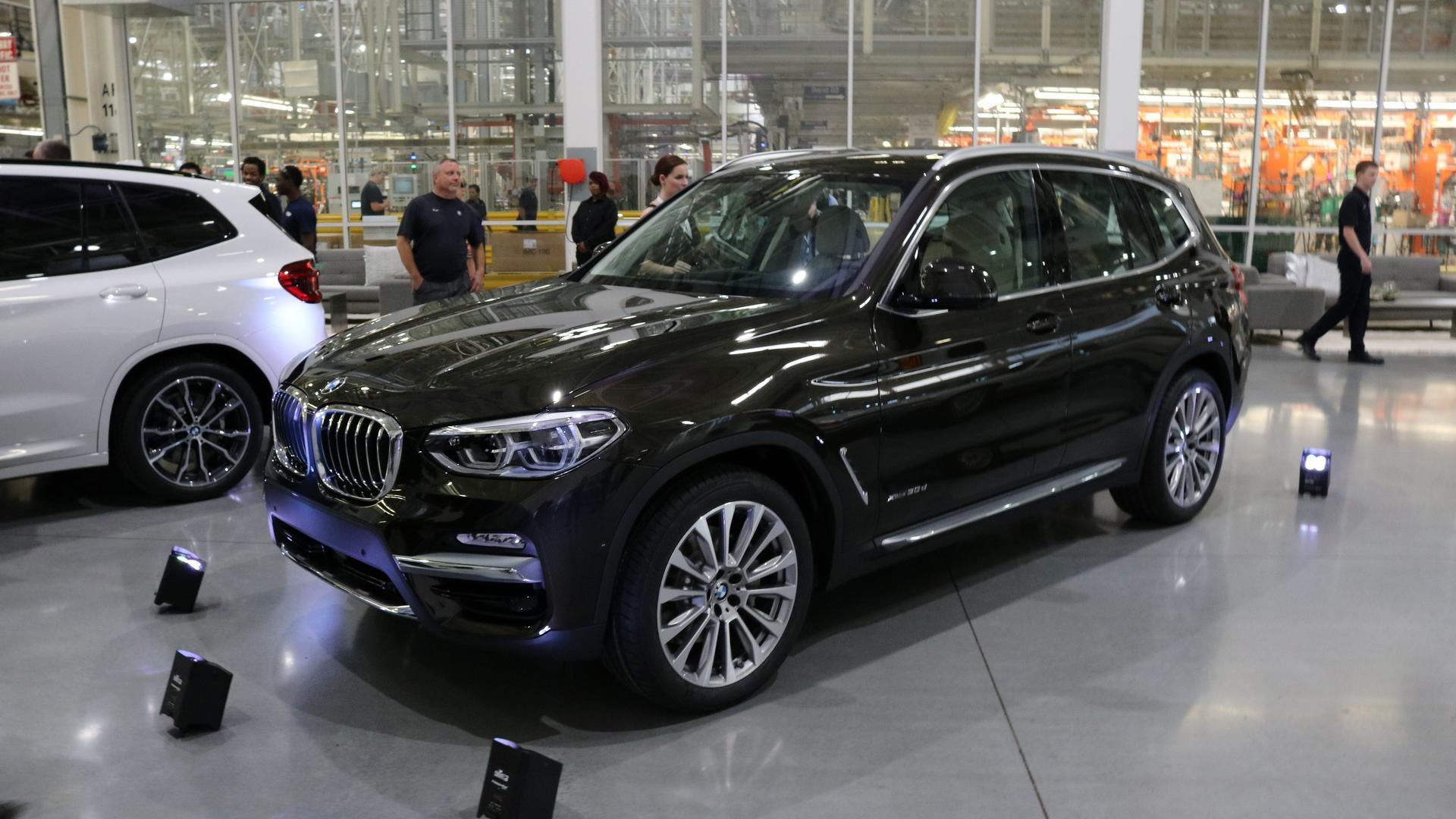 2018 bmw x3 unveiled with strong m40i version. Black Bedroom Furniture Sets. Home Design Ideas