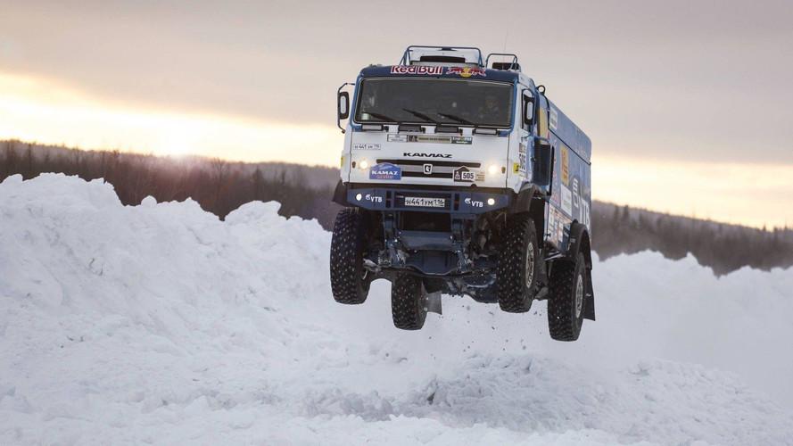 Un camion de dix tonnes prend son envol en Russie