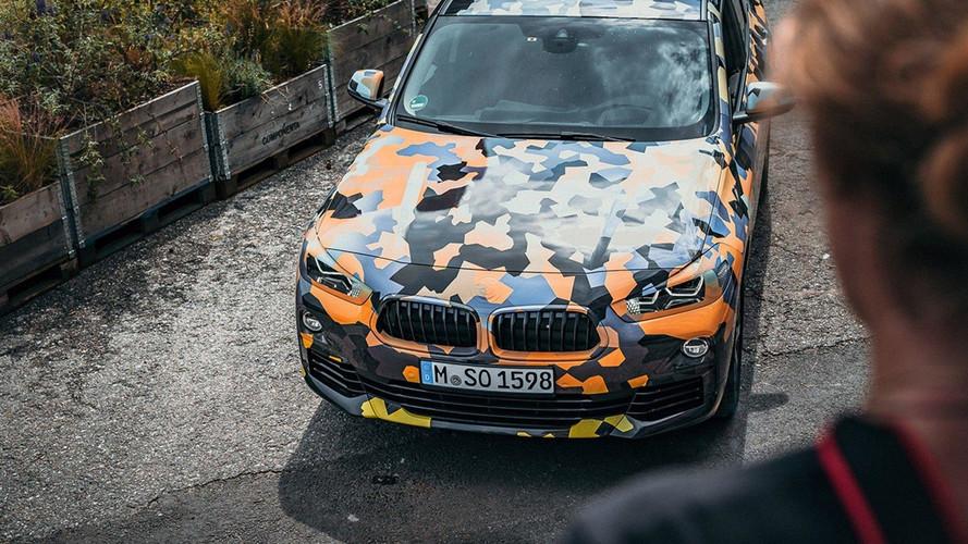 Novo BMW X2 aparece na selva urbana em primeiras fotos oficiais