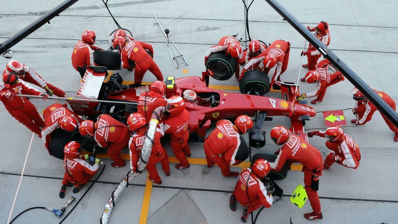 Ferrari Pitstop for Kimi Raikkonen at the 2009 Japanese Grand Prix