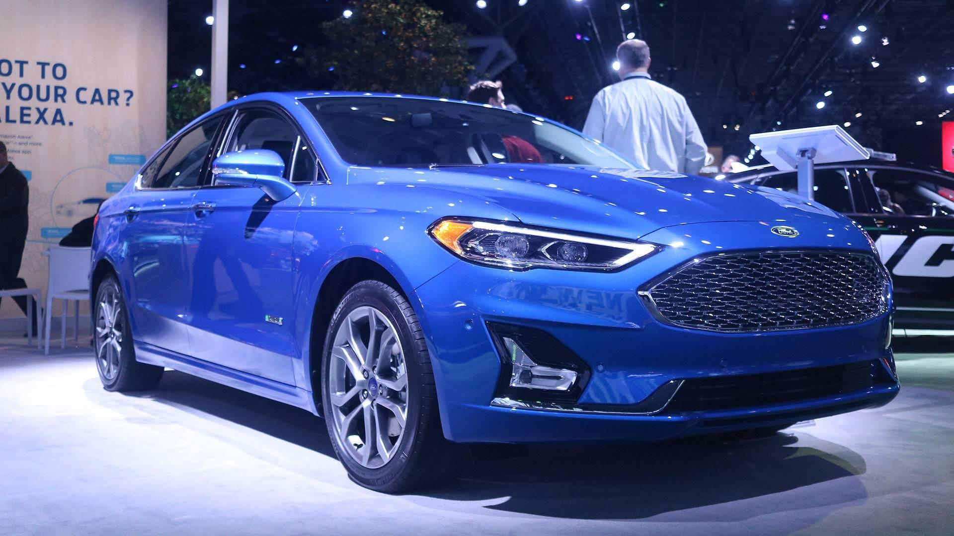 front cars reviews fusion canada en sedan energi rating and ford trend titanium angular motor