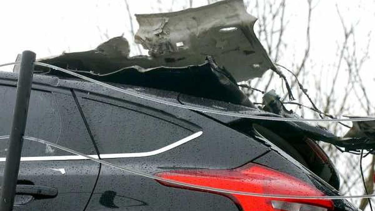Tır köprüye çarptı yepyeni Ford'lar pert oldu