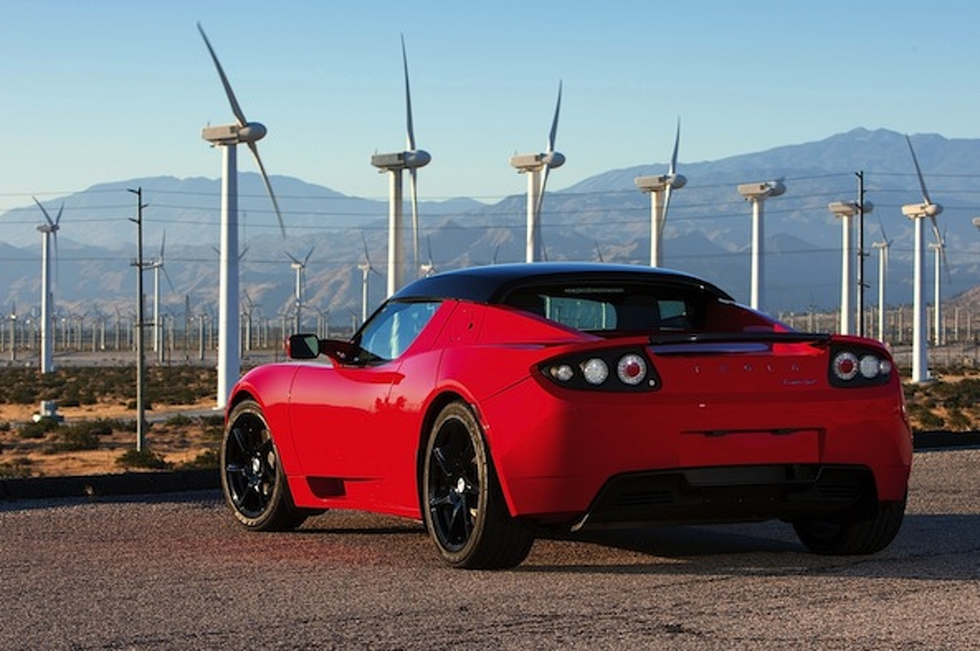 Next-Gen Tesla Roadster to Improve on Efficiency, Power