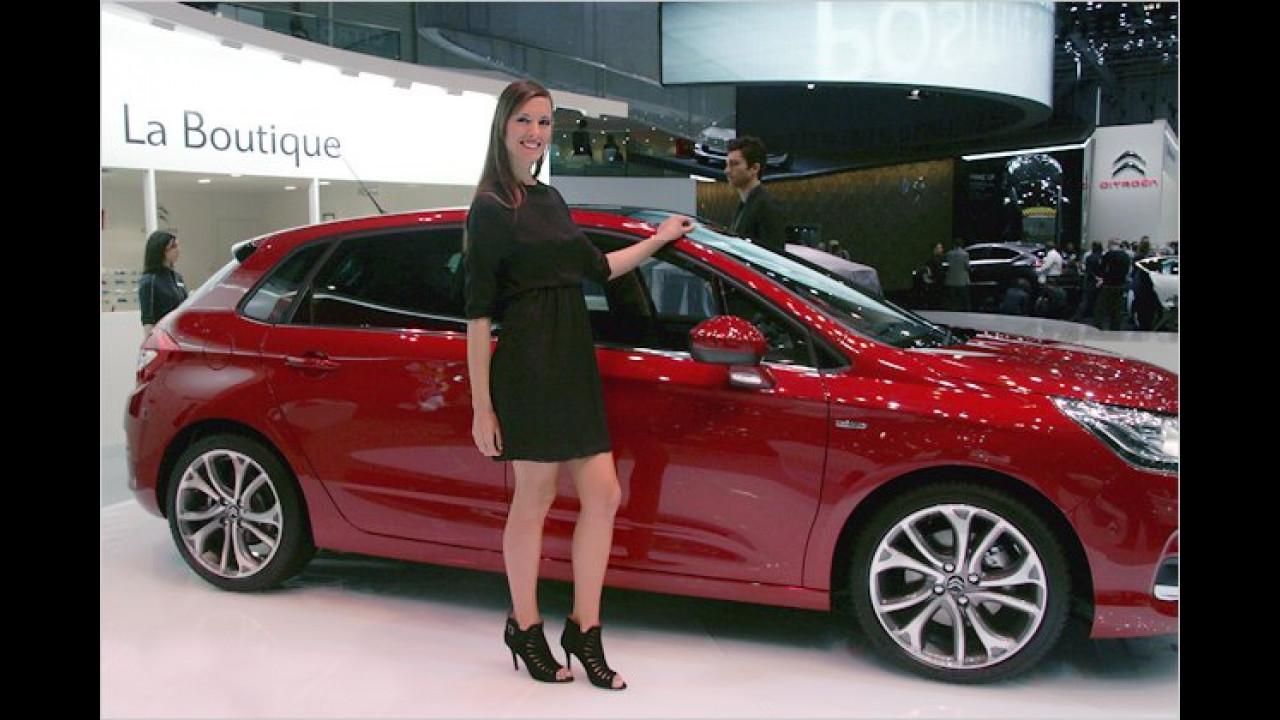 O la la, mit einem so schönen Auto fährt frau gern vor der Boutique vor ... und weg. Auf Wiedersehen!
