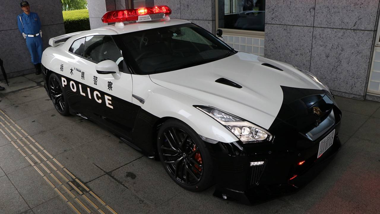 someone donates a nissan gt r to police in japan. Black Bedroom Furniture Sets. Home Design Ideas